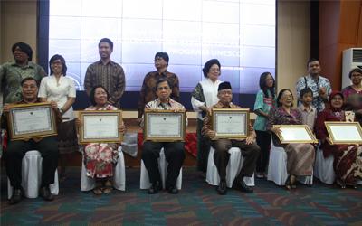 Lima Anggota AIPI